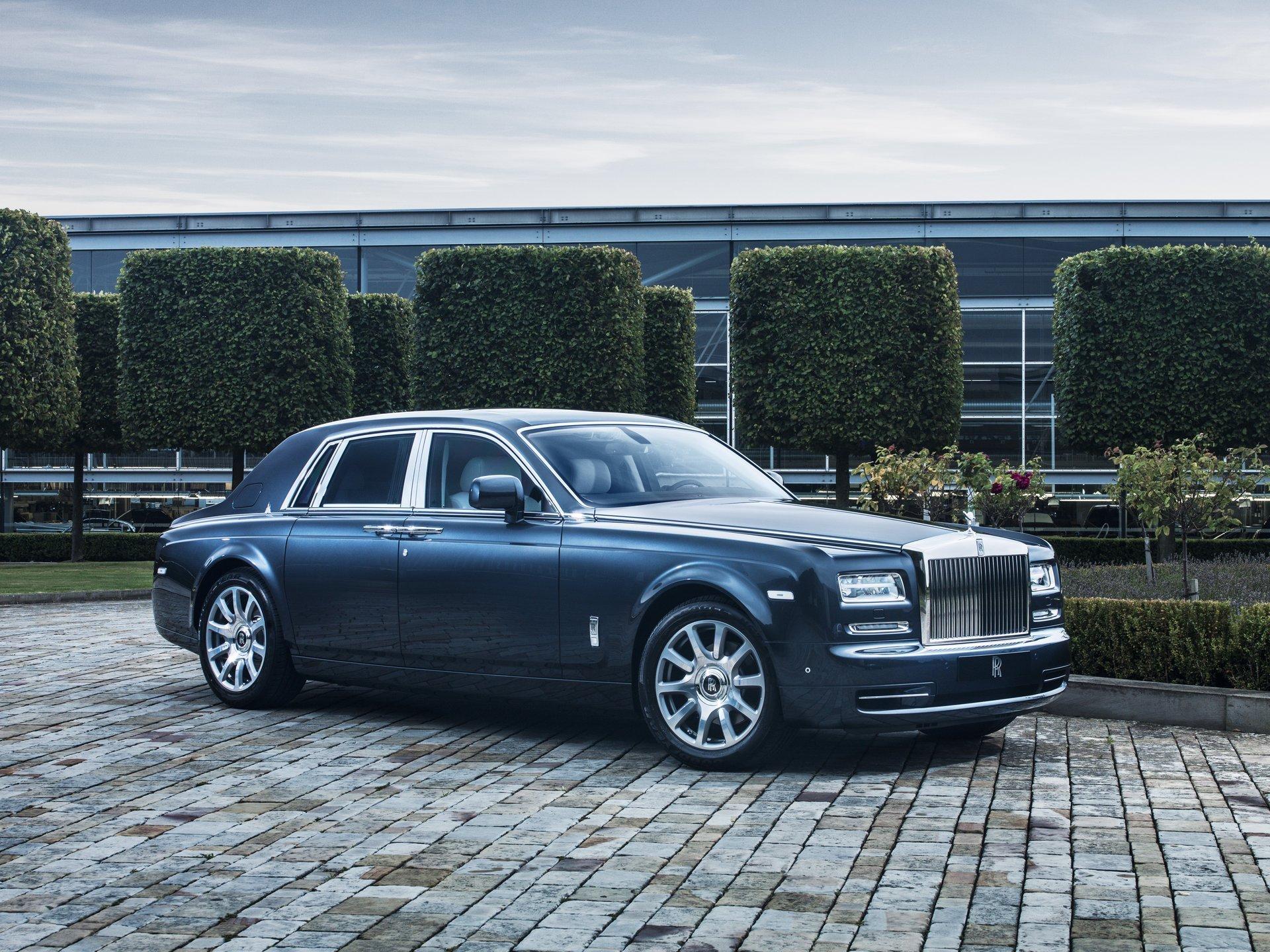 Fotógrafa faz imagens de supermodelos relacionando-as a carros famosos