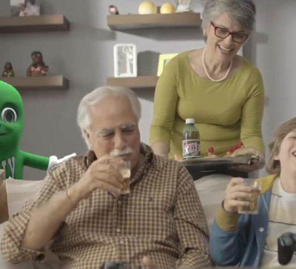 Sem perdão: as melhores reações ao novo comercial do guaraná Dolly
