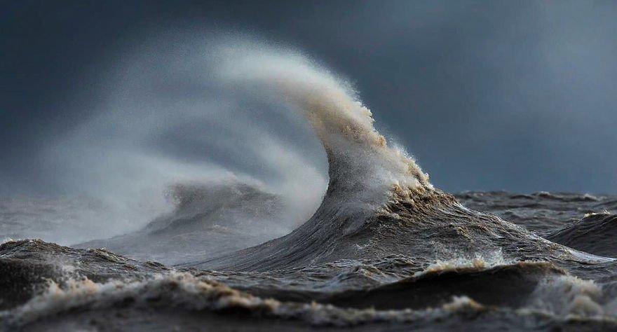 Veja uma galeria com fotos impressionantes de ondas marinhas