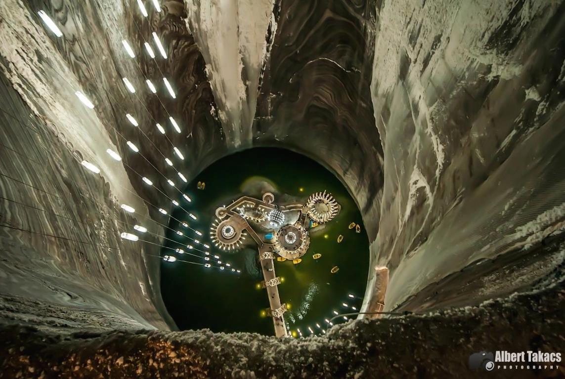 Conheça o parque de diversões que funciona dentro de uma mina de sal