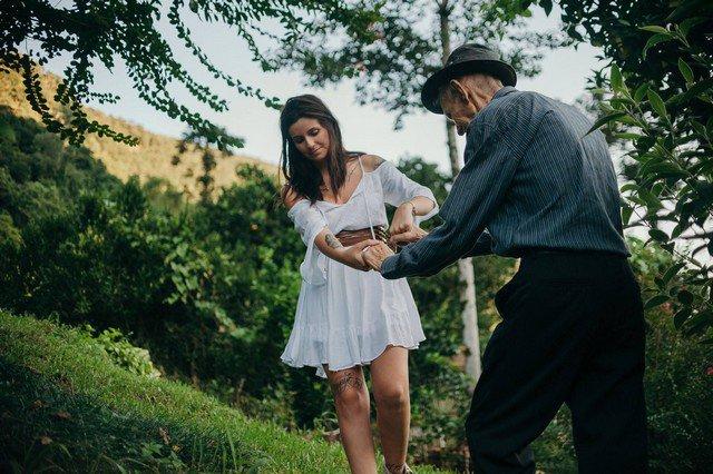 Ensaio de neta com avô faz sucesso no Facebook