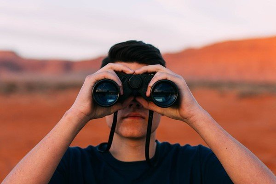 Qual é a distância máxima que seu olho consegue enxergar? - Mega Curioso
