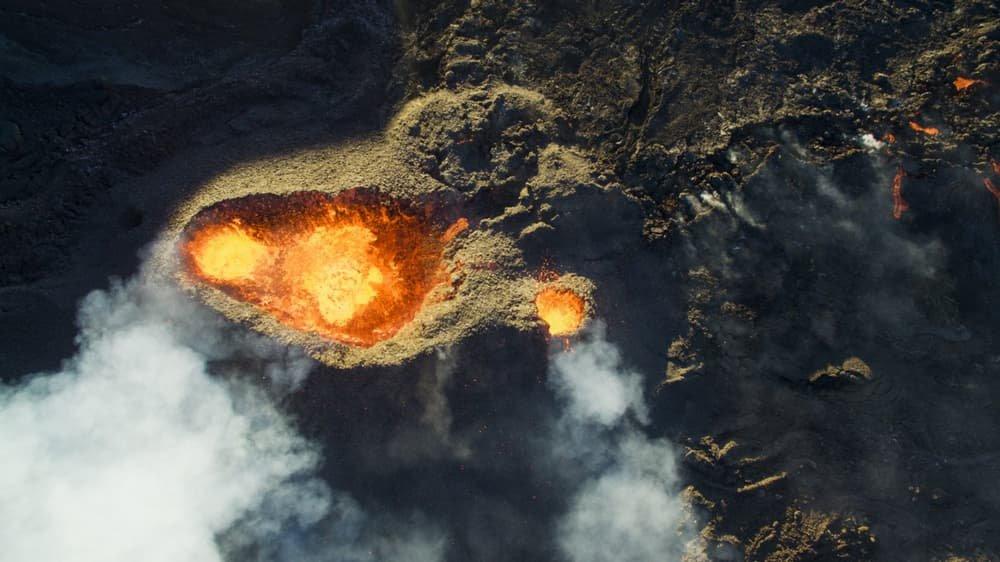 Vulcão Piton de la Fournaise, localizado na ilha de Reunião, próxima à Madagascar