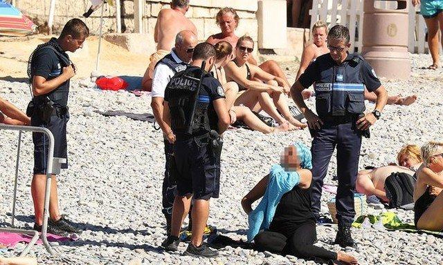 A polícia francesa pode obrigar mulheres mulçumanas a não usarem burkini?