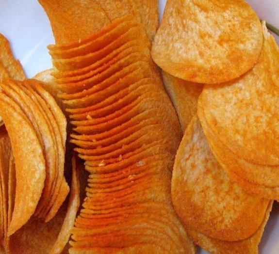 Processo de fabricação das batatas chips é hipnotizante