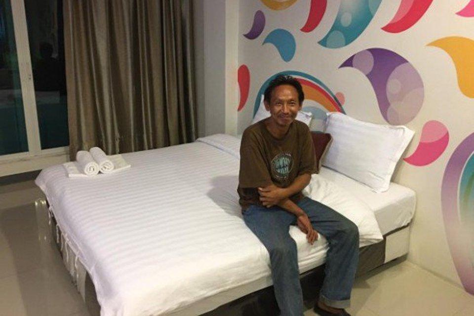 Homem sem-teto devolve carteira e recebe cama e emprego como agradecimento - Mega Curioso