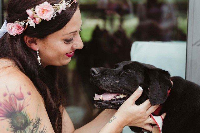 Cachorro fez questão de ir ao casamento da dona antes de morrer