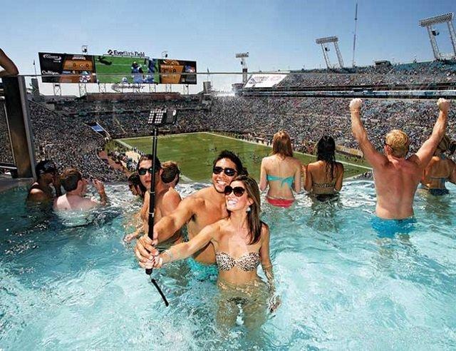 Estádio de futebol nos EUA tem camarotes equipados com piscinas