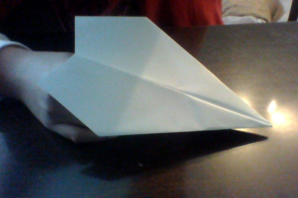 Aprenda a fazer o avião de papel perfeito e recordista do Guinness - Mega Curioso