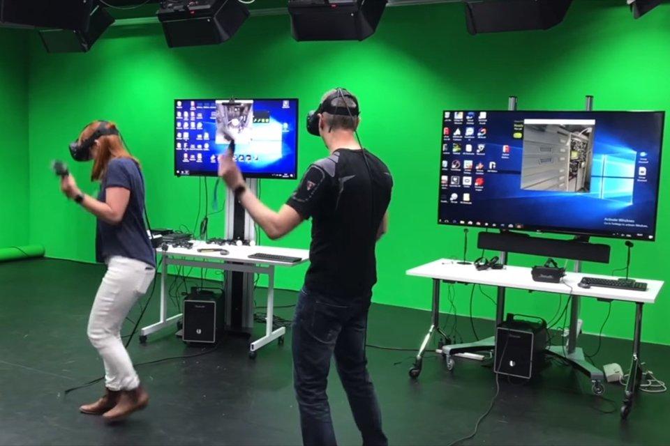 Homem e mulher passam dois dias seguidos imersos em realidade virtual
