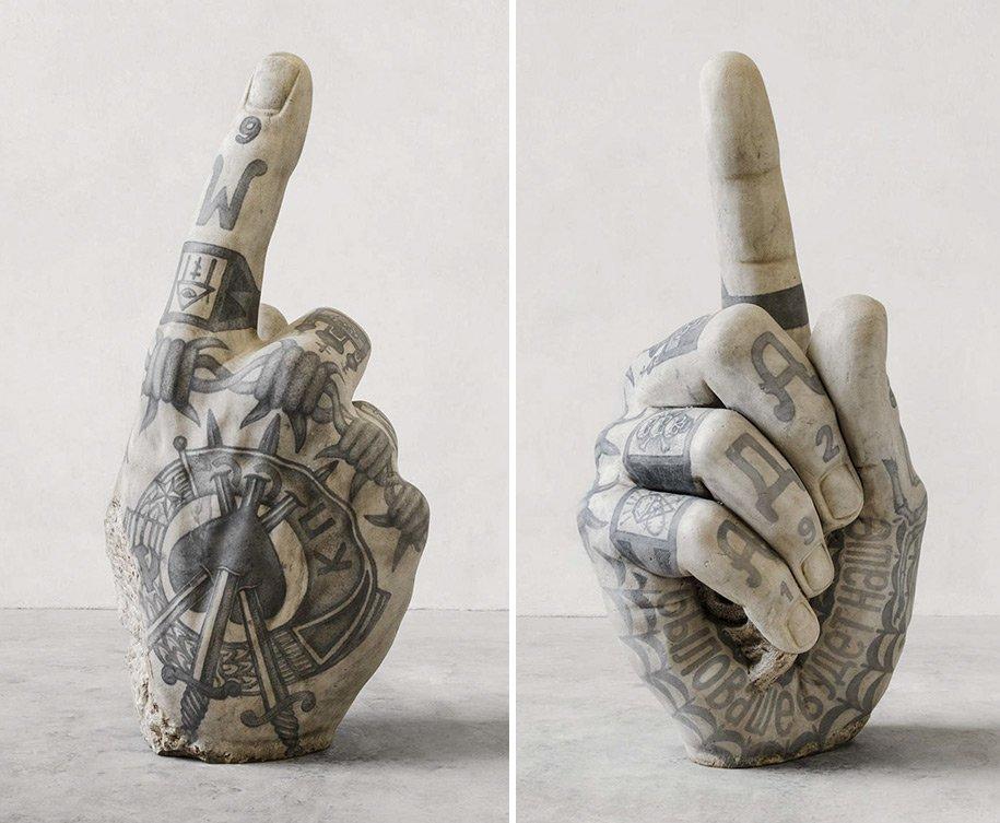 Esculturas clássicas com tatuagens mafiosas? Por que não?