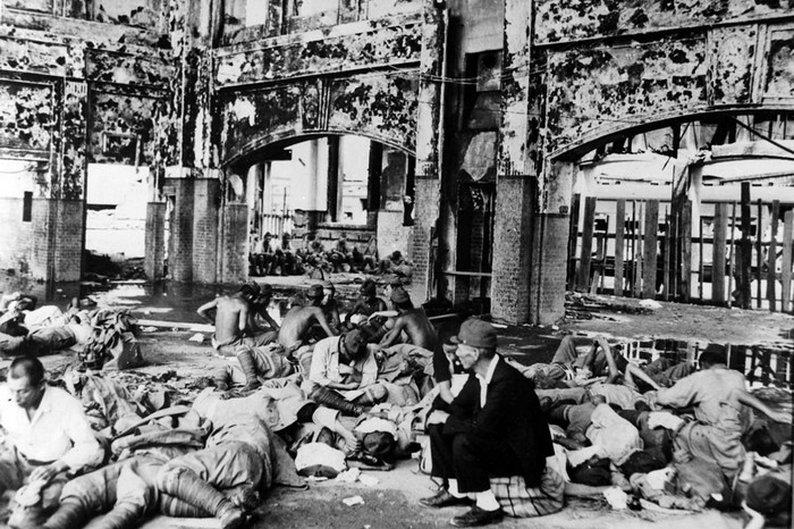 Sobreviventes no interior da estação