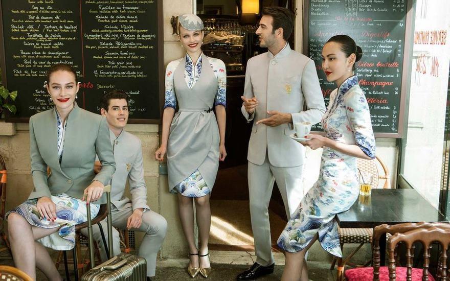 As roupas destes comissários deixam as outras companhias aéreas no chinelo