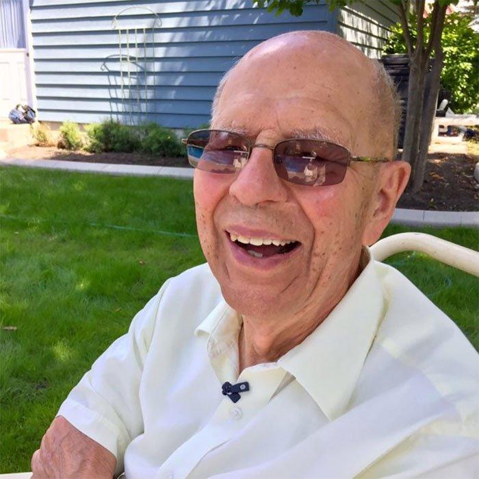 Aos 94 anos, viúvo achou uma forma linda de combater a solidão