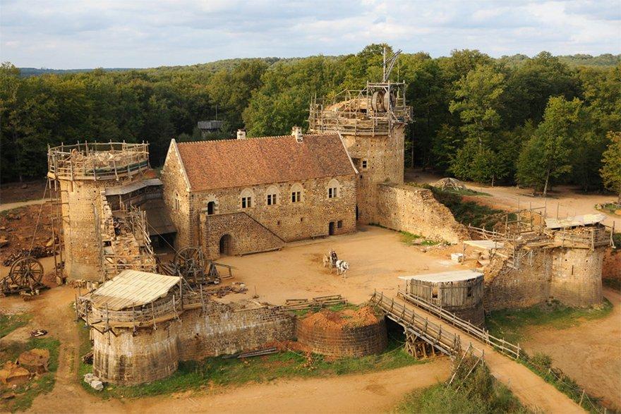 Este incrível castelo está sendo construído com técnicas medievais