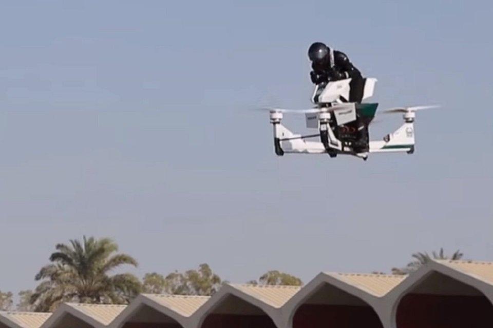 Policía de Dubái prueba Moto Voladora