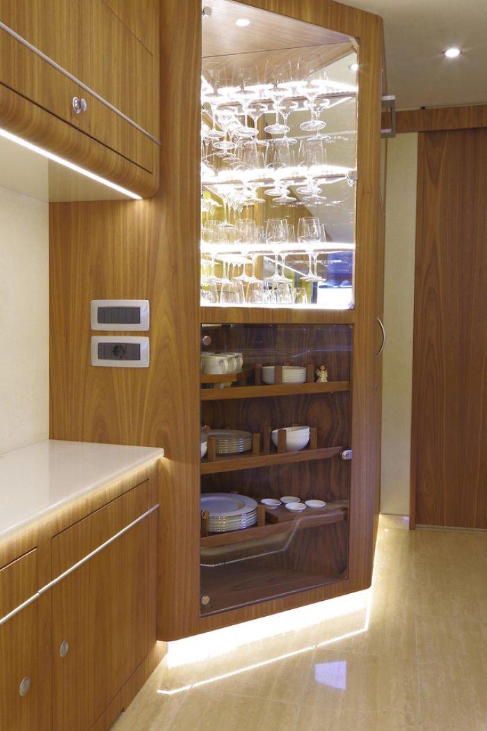 Conheça o interior do motorhome de luxo que custa R$ 5,6 milhões
