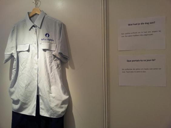 Exposição mostra roupas que vítimas usavam quando foram estupradas