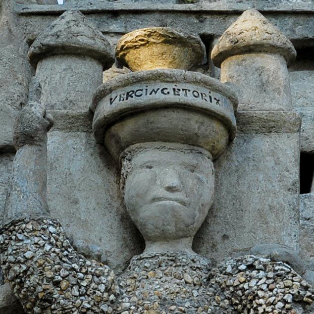 O palácio feito por um carteiro com pedras que encontrou em seu itinerário