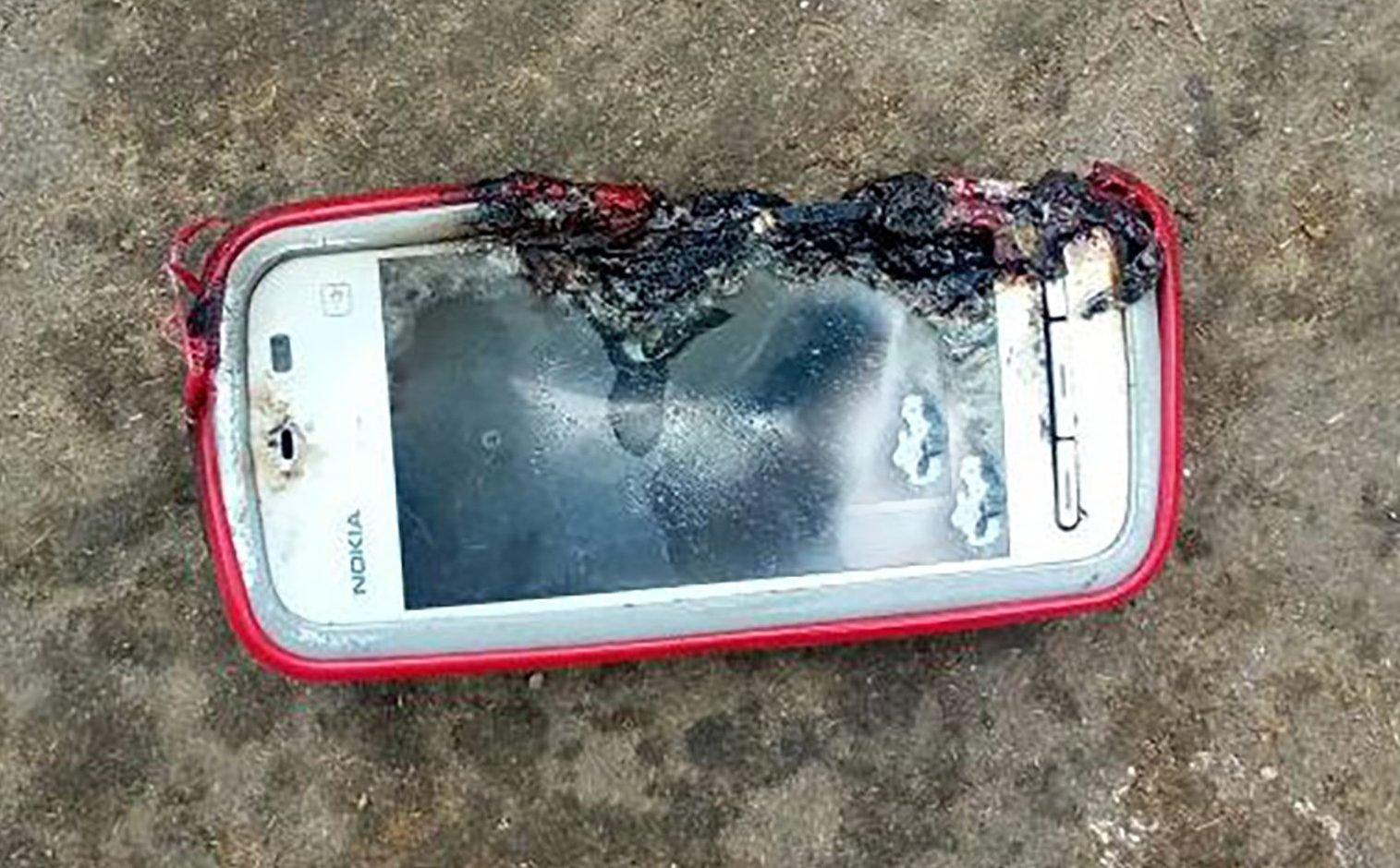 Antigo smartphone Nokia explode e mata jovem durante ligação
