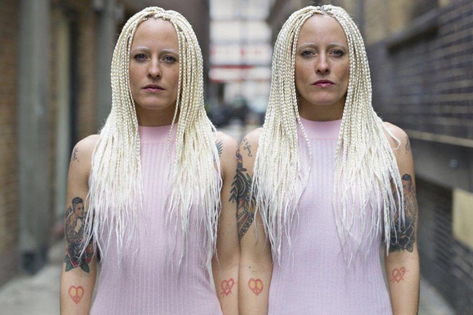 Este fotógrafo retrata gêmeos idênticos para revelar suas diferenças - Mega Curioso