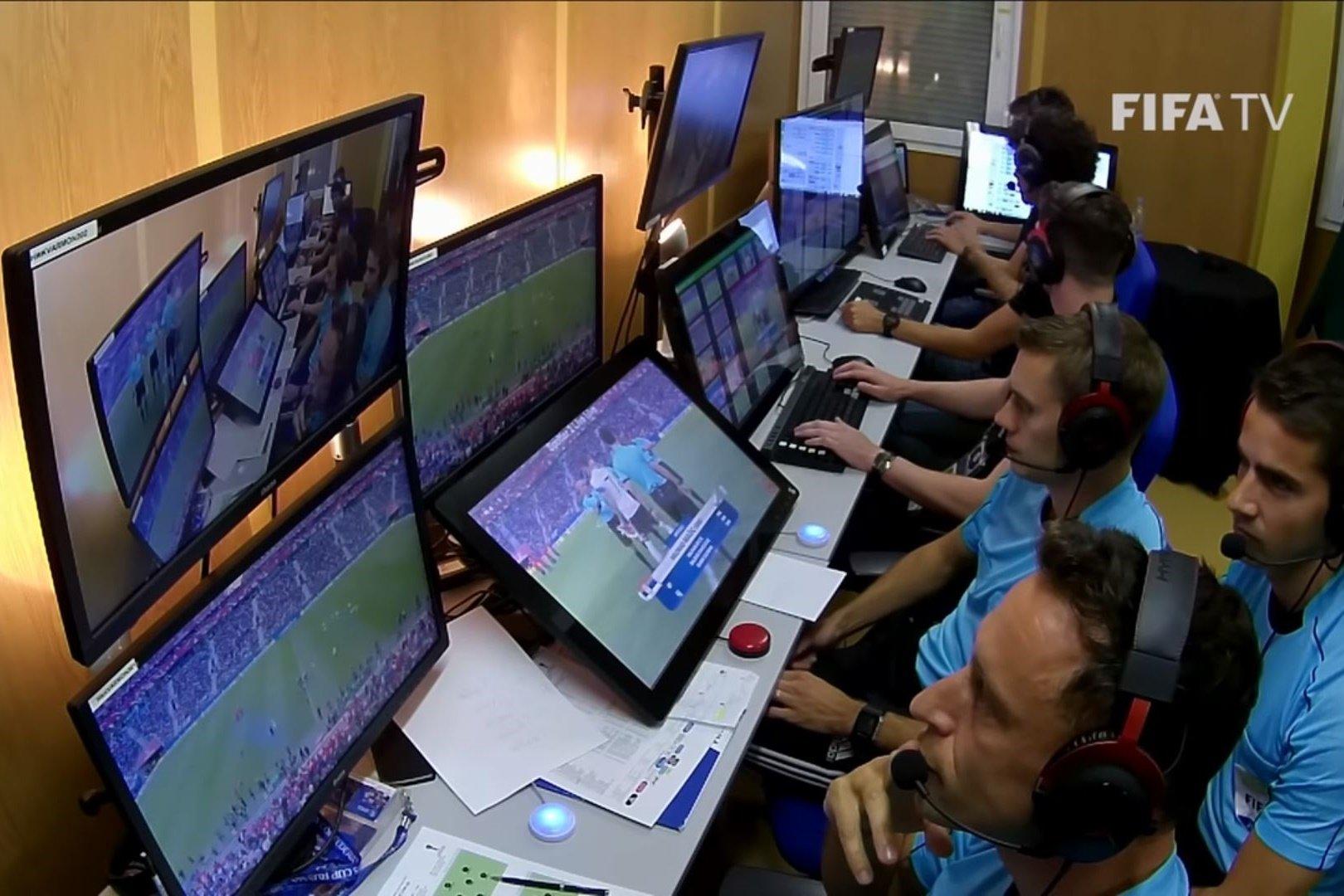 f606c9a0c9e Conheça o relógio inteligente usado pelos árbitros na Copa do Mundo - Mega  Curioso