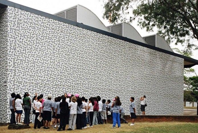Pausa na Copa! Doodle do Google homenageia artista brasileiro Athos Bulcão
