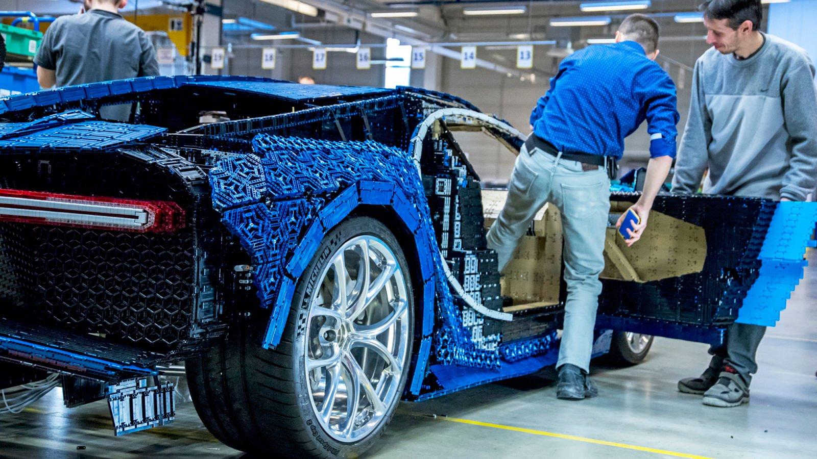 LEGO constrói réplica funcional em tamanho real de um Bugatti Chiron