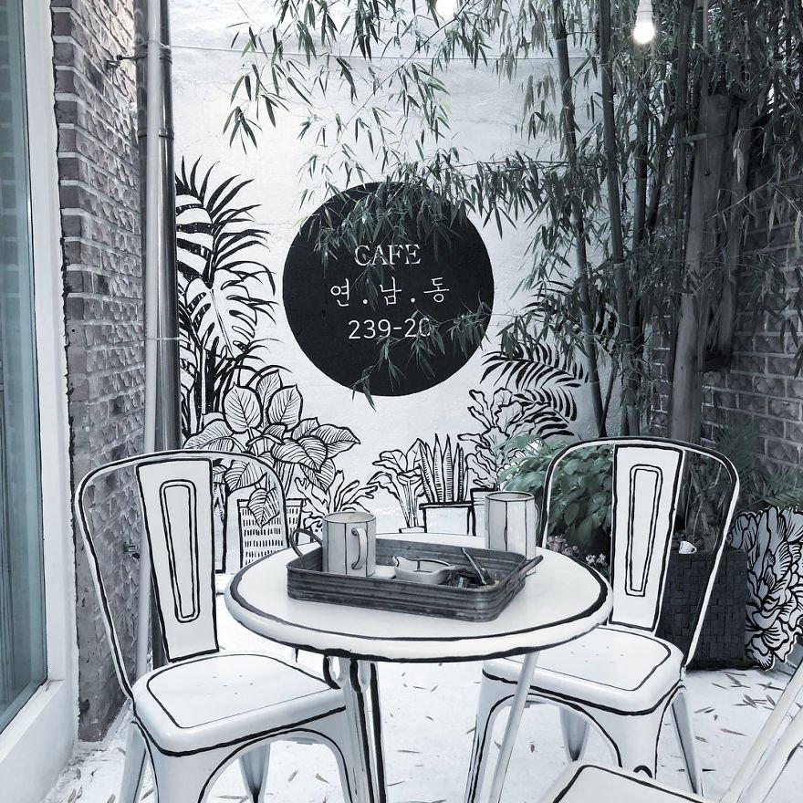 Conheça o café onde tudo parece um cenário de quadrinhos