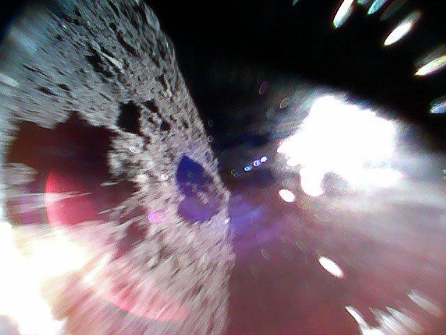 Robôs japoneses pousam com sucesso em asteroide e tiram fotos da superfície