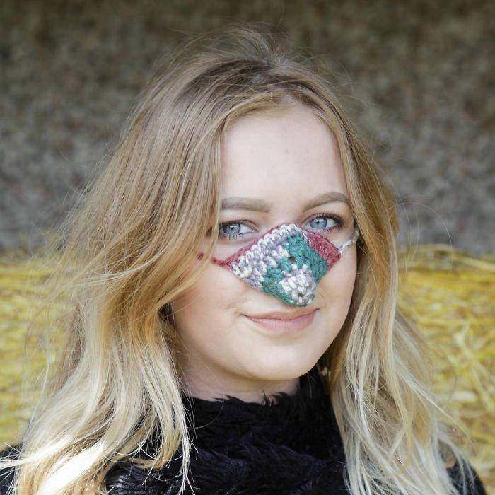 Esta empresa vende capuz de nariz, a solução para quem tem frio no focinho