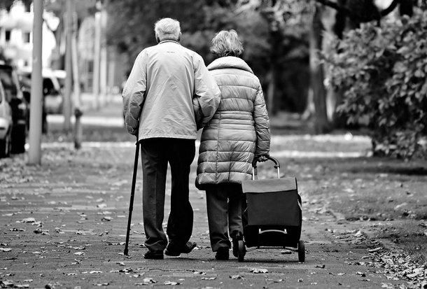 A pesquisa descobriu que idosos que se consideram solitários podem esperar uma vida mais curta do que seus colegas que não se percebem nesse estado. (Fonte: Pixabay/Reprodução)