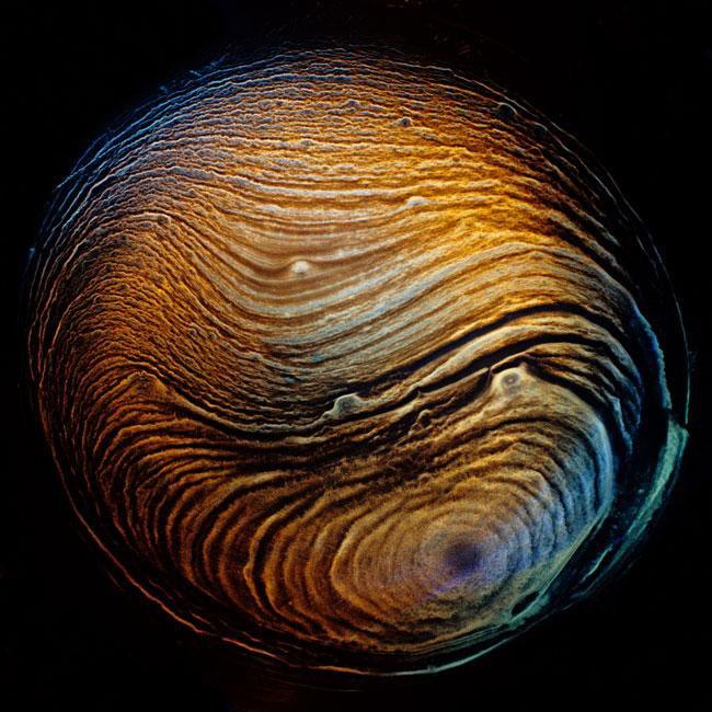 Fotografias transformam restos de whisky em paisagens alienígenas
