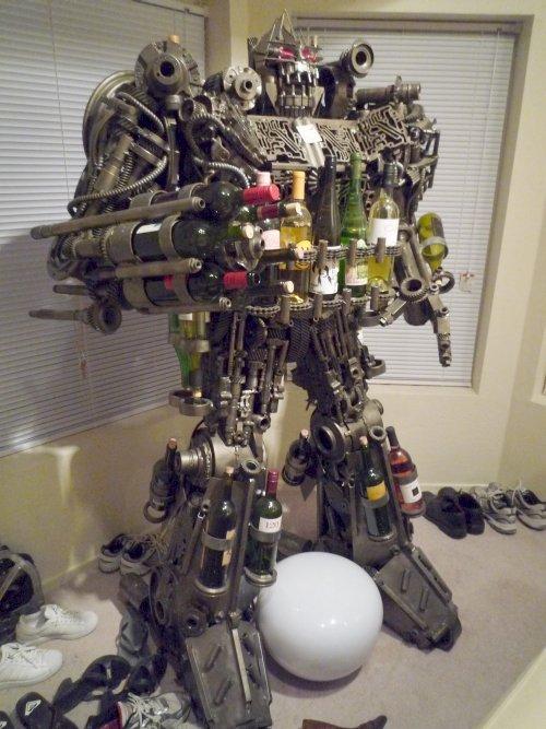Que tal organizar as suas garrafas em um Transformer de meia tonelada?