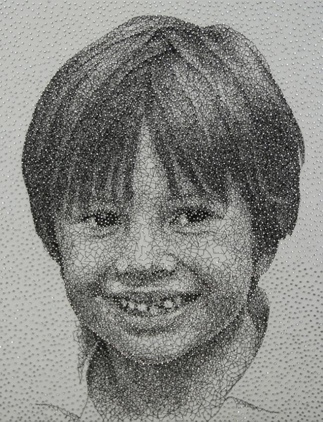 Emaranhado de linhas e pregos se transforma em incríveis retratos