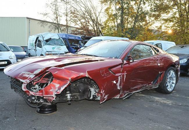 Cristiano Ronaldo bate Ferrari e põe o carro à venda por R$ 130 mil