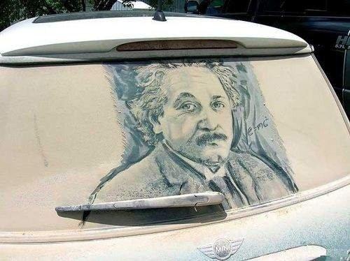 'Lave-me, por favor': confira carros sujos transformados em obras de arte