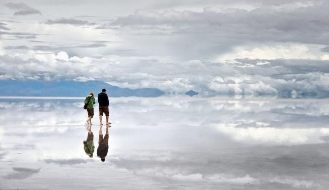 Horizonte e céu se confundem no maior espelho do mundo [galeria]