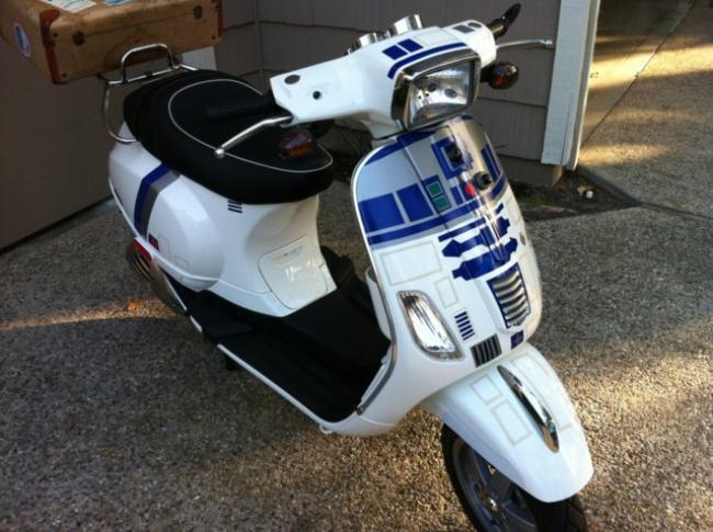 Professor nerd transforma Vespa em robô R2-D2 motorizado [galeria]