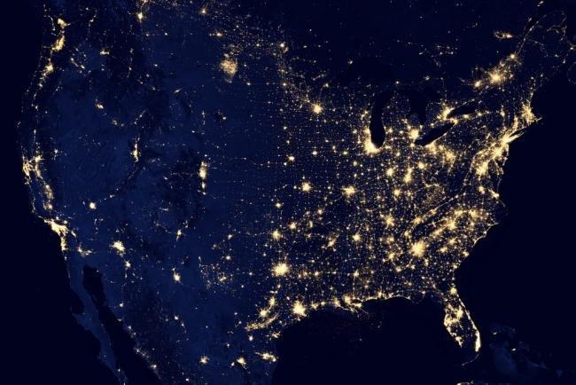NASA captura imagens deslumbrantes da Terra à noite