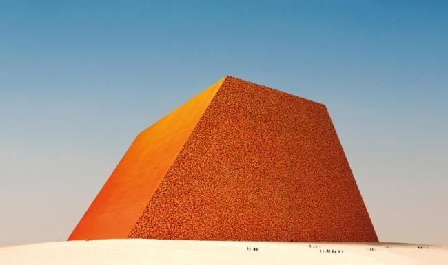 Maior escultura do mundo será feita com 410 mil barris de petróleo