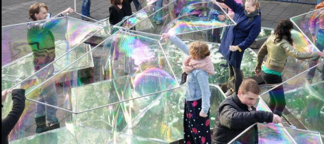 Que tal uma construção feita com bolhas de sabão?