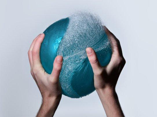 Fotógrafo mostra explosões de balões cheios de água de forma única
