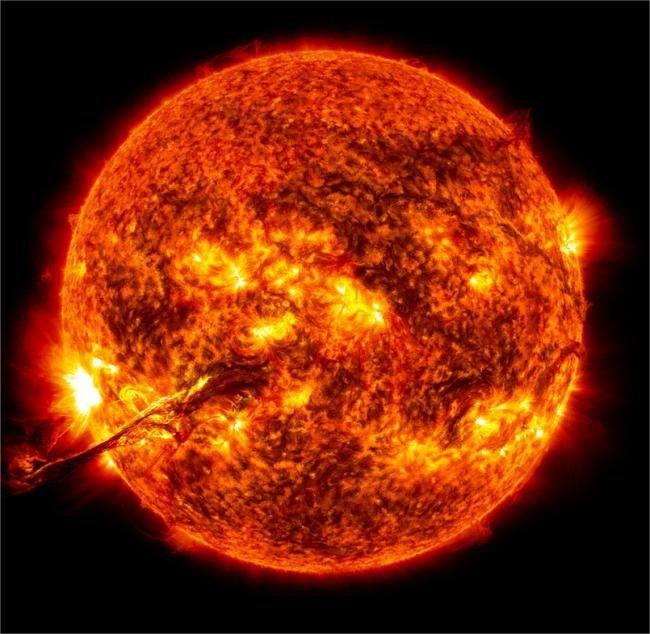 NASA libera imagens de uma erupção solar sem precedentes