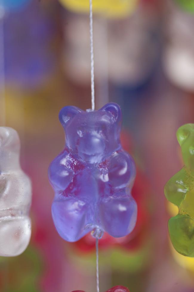 Quem não quer comer a luminária de ursinhos Gummi como essas?