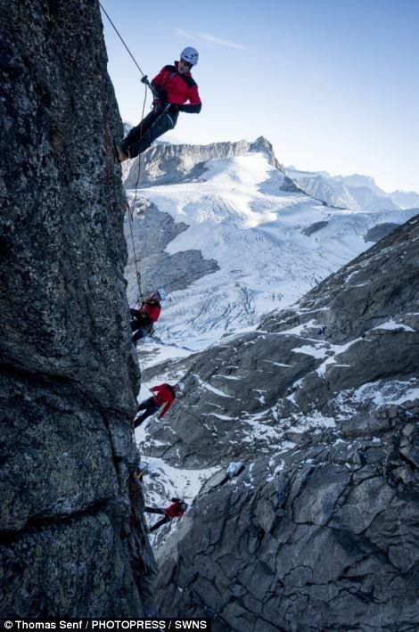 Não é Photoshop! Incrível imagem de alpinistas não foi manipulada [galeria]