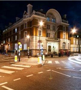 Durma em celas de verdade neste hotel de Londres!