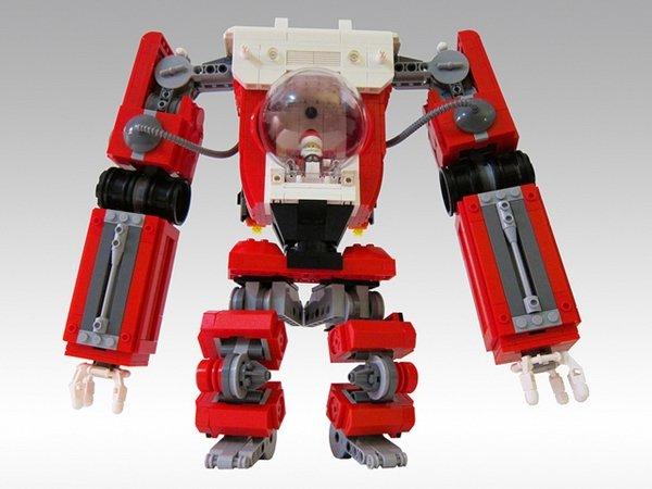 Artista usa LEGO para criar boneco de Papai Noel dentro de robô gigante
