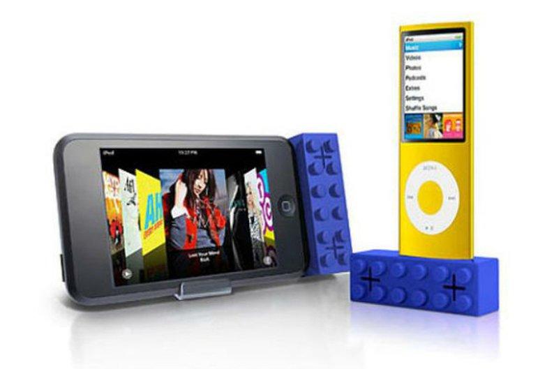A LEGO criou um rádio e tocador de cd em forma de um bloco gigante. Fonte: Divulgação