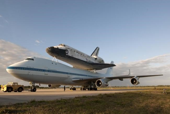 Ônibus espacial Discovery se prepara para sua última viagem